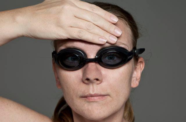 hướng dẫn đeo kính bơi