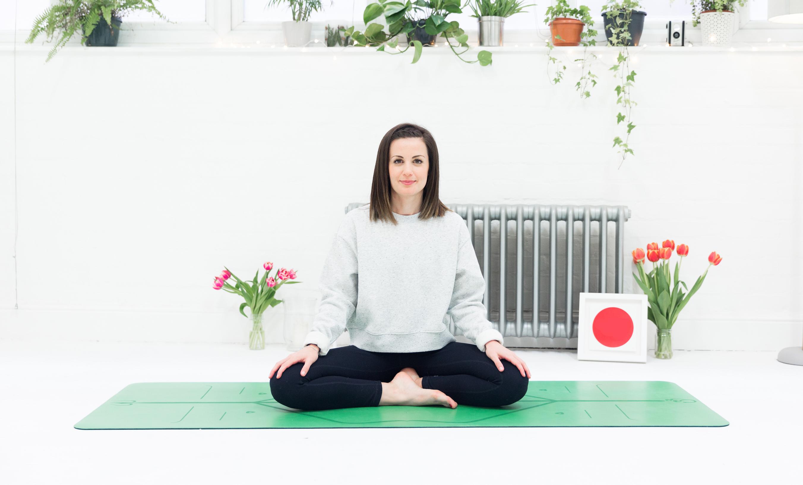 Có nên tâp yoga ngày đèn đỏ