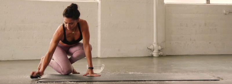 hướng dẫn giặt thảm tập yoga