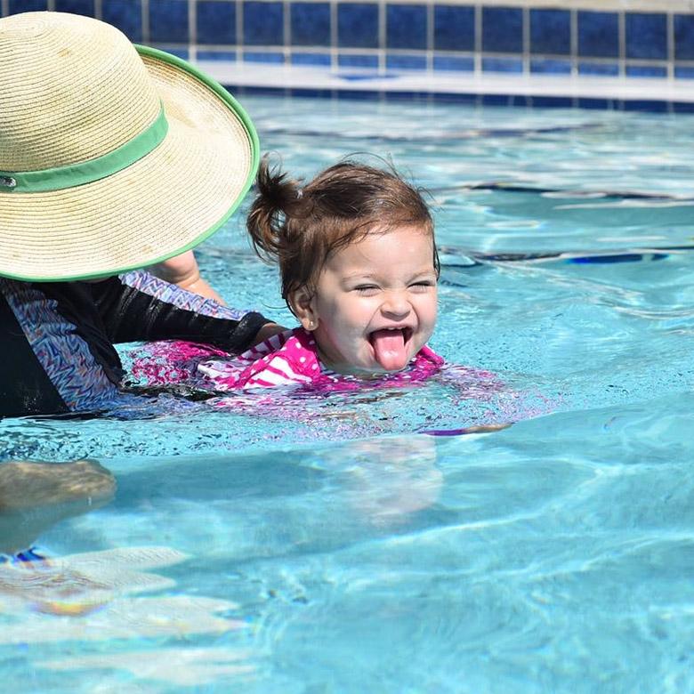 cho trẻ học bơi