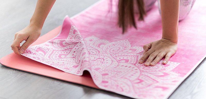 Những công dụng không ngờ tới của khăn trải thảm Yoga