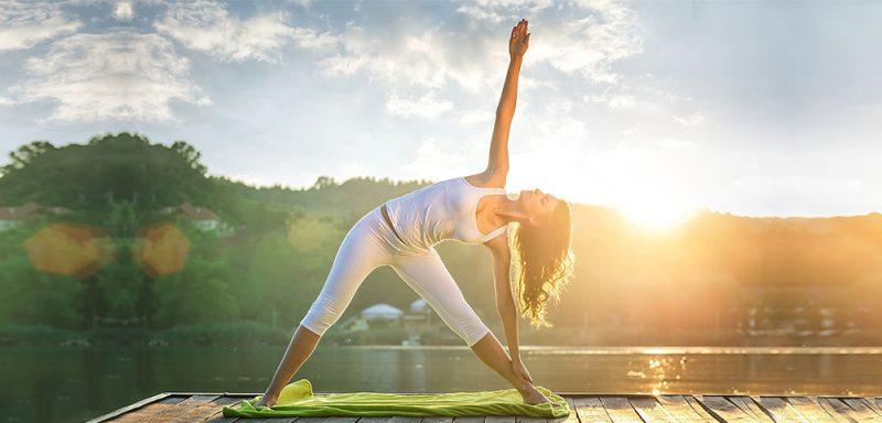 Trẻ lâu nhờ bí quyết tập yoga buổi sáng đều đặn